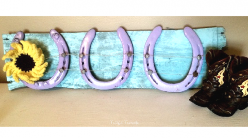 DIY Bow Holder with Horseshoes