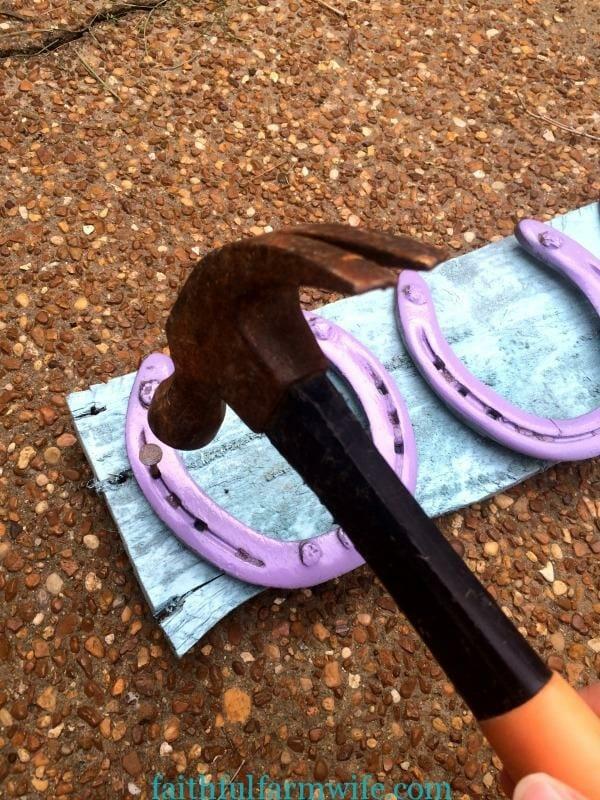 DIY Hairbow Holder with Horseshoes