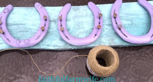 DIY Hairbow Holder with Horseshoes
