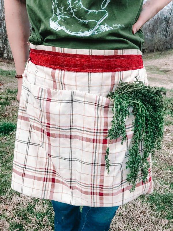 How to Make a 4 Pocket Pillowcase Gathering Apron   Faithful Farmwife