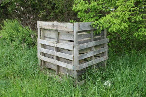 DIY Compost Bin with a 5 Gallon Bucket | Pallet Compost Bin | Mama on the Homestead