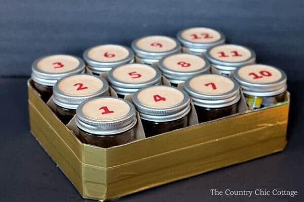 Mason Jar Advent Calendar | 30+ of the Best Mason Jar Uses for Your Home | Faithful Farmwife