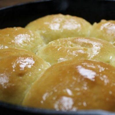 The Best Honey Butter Dinner Rolls + a Baking Hack