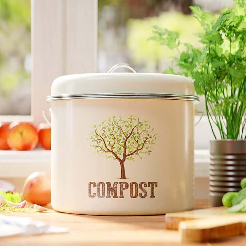 Kitchen Compost Pail | Faithful Farmwife